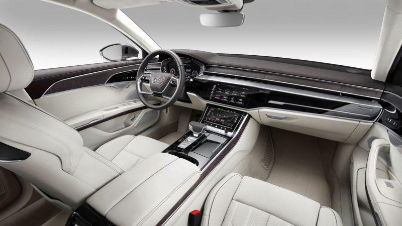 Interior delantero y salpicadero del Audi A8