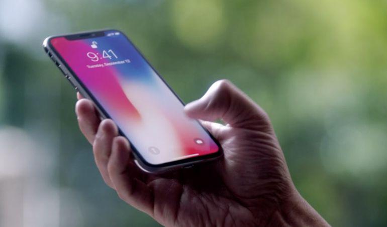 Iphone X en la mano