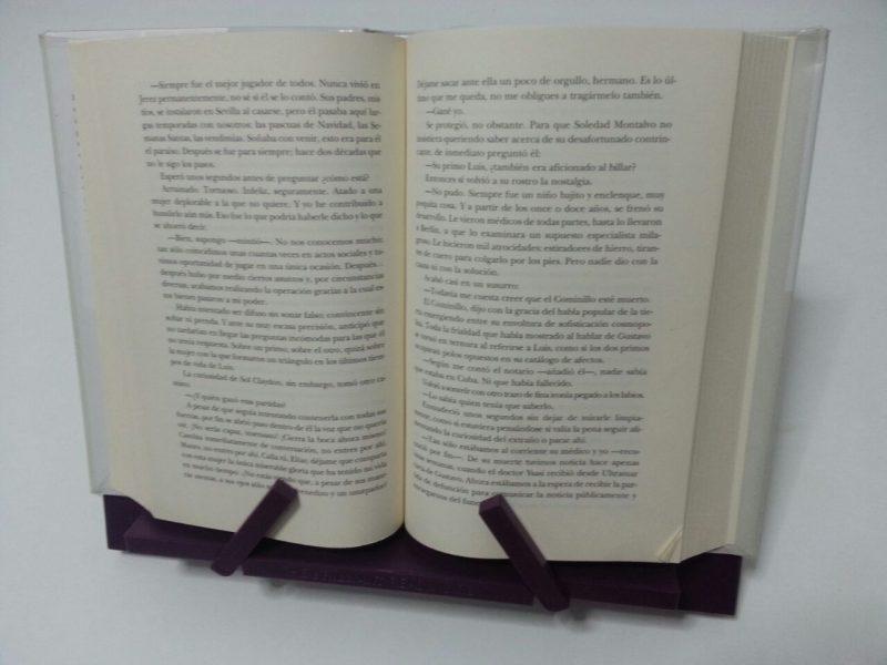 Atril con libro