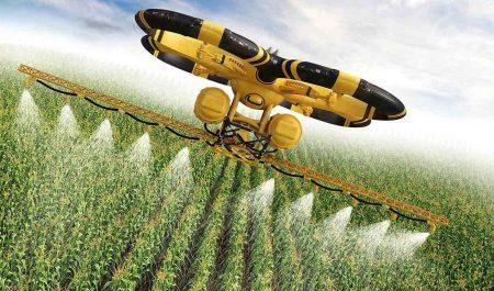 Dron trabajando en el campo