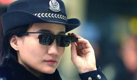 Policía china con gafas inteligentes