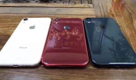 iPhone 9 blanco, rojo y azul
