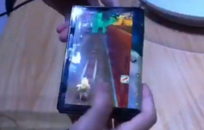 FlexiPai con la pantalla plegada