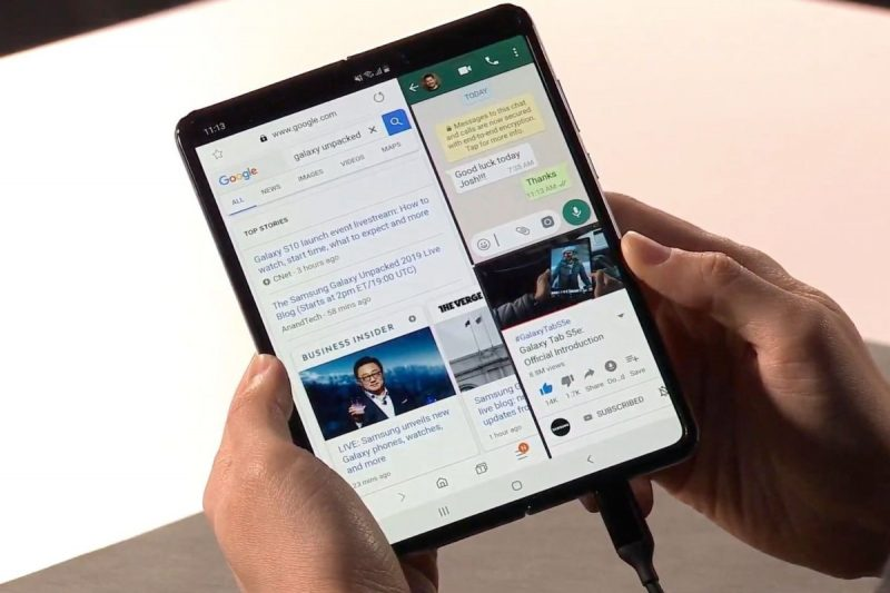 Samsung Galaxy Fold desplegado en modo tablet